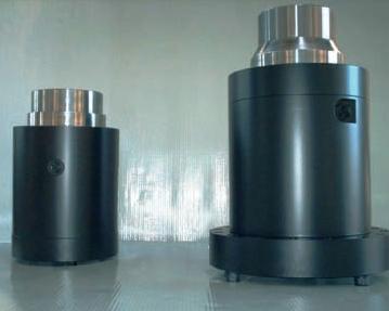 cilindri oleodinamici speciali, cilindro oleodinamico,impieghi industriali,varese, italia, kompaut, a disegno, cilindro primario,secondario, per pressa ad imbutire, kompaut, milano,