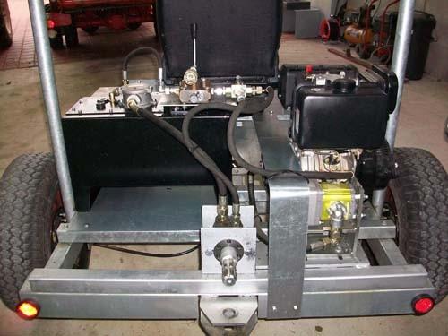 Vorderwagen mit Zapfwellenbetrieb und Hydraulikanschluss