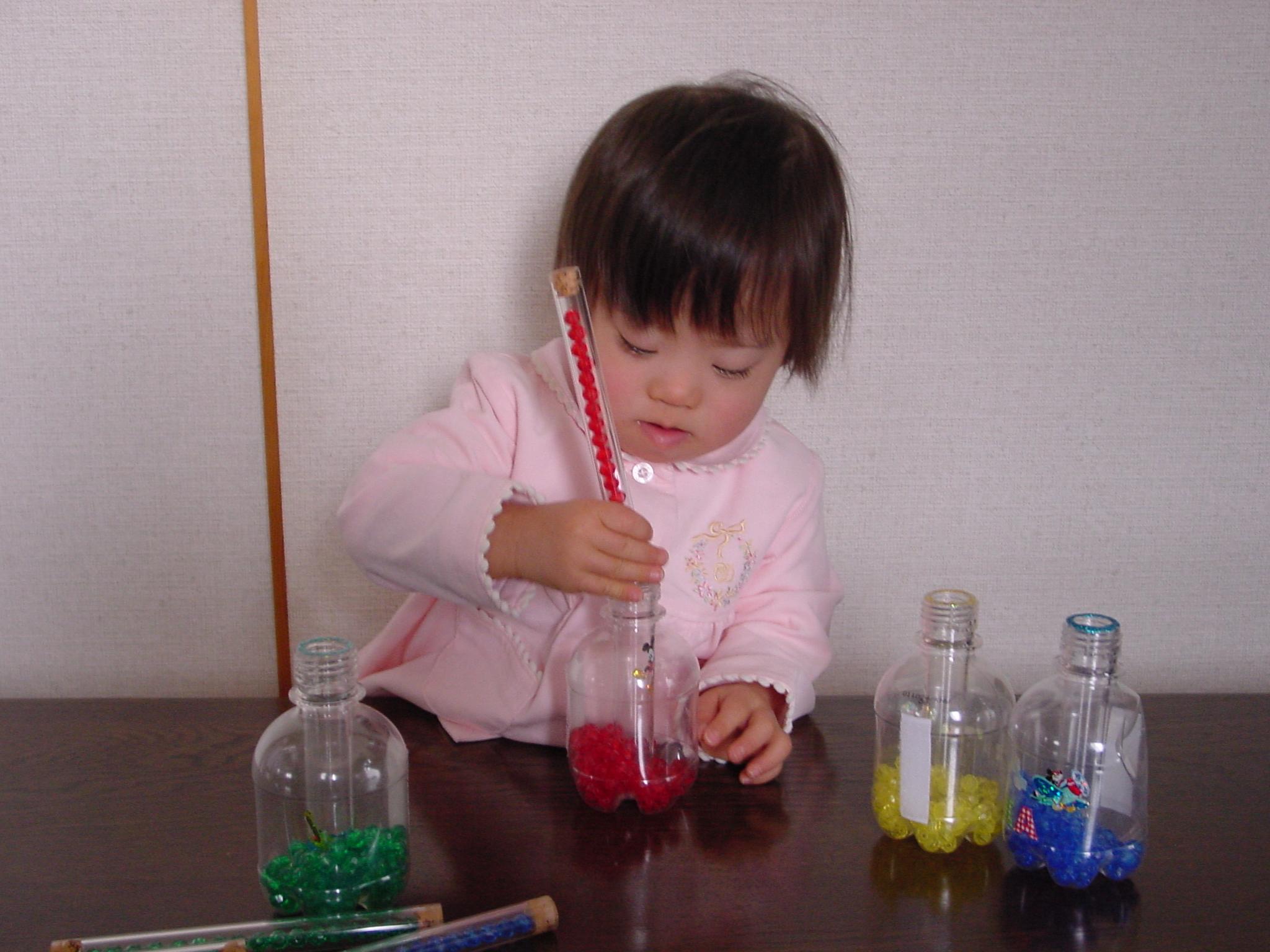 色の識別・手の巧緻性・空間認知力を養う