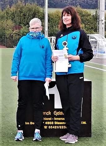 Sabine Grißmer (links) und Kristina Telge, die den Teamtitel bei den WS 3 holten.