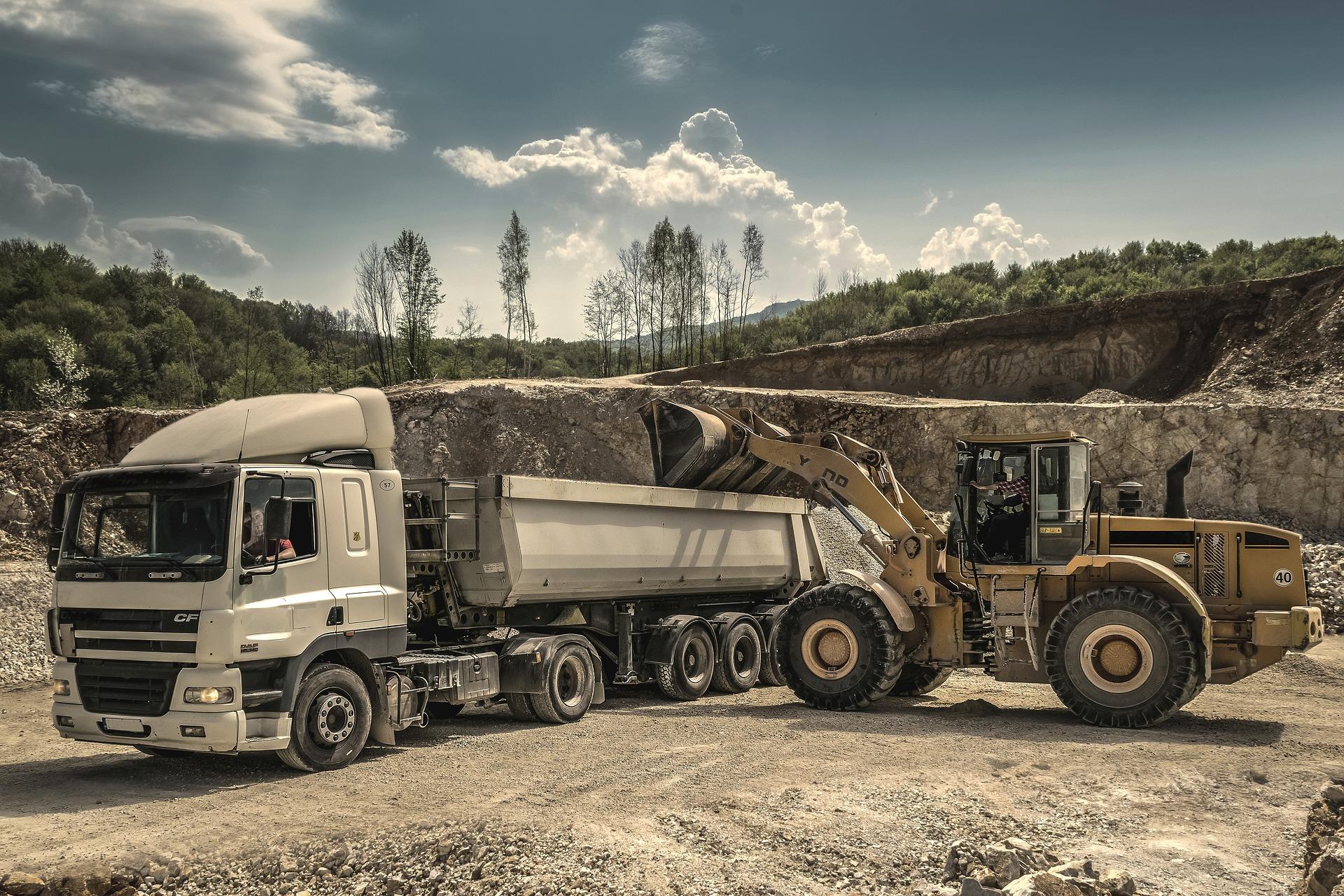 LKW und Baumaschinen