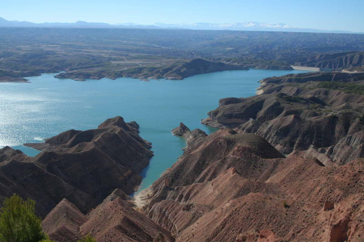 Pantano del Negratín, en los municipios de Guadix, Freila, Zújar, Baza, Benamaurel, Cortes de Baza y Cuevas del Campo