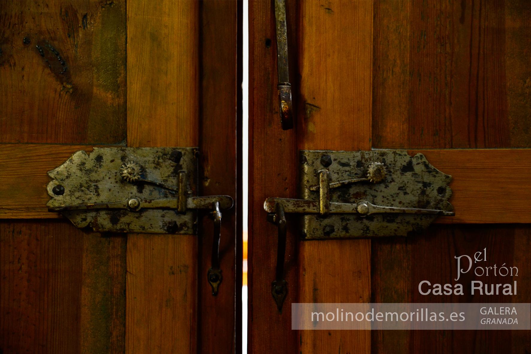 Elementos y materiales auténticos: pasador de ventanas de una balconera