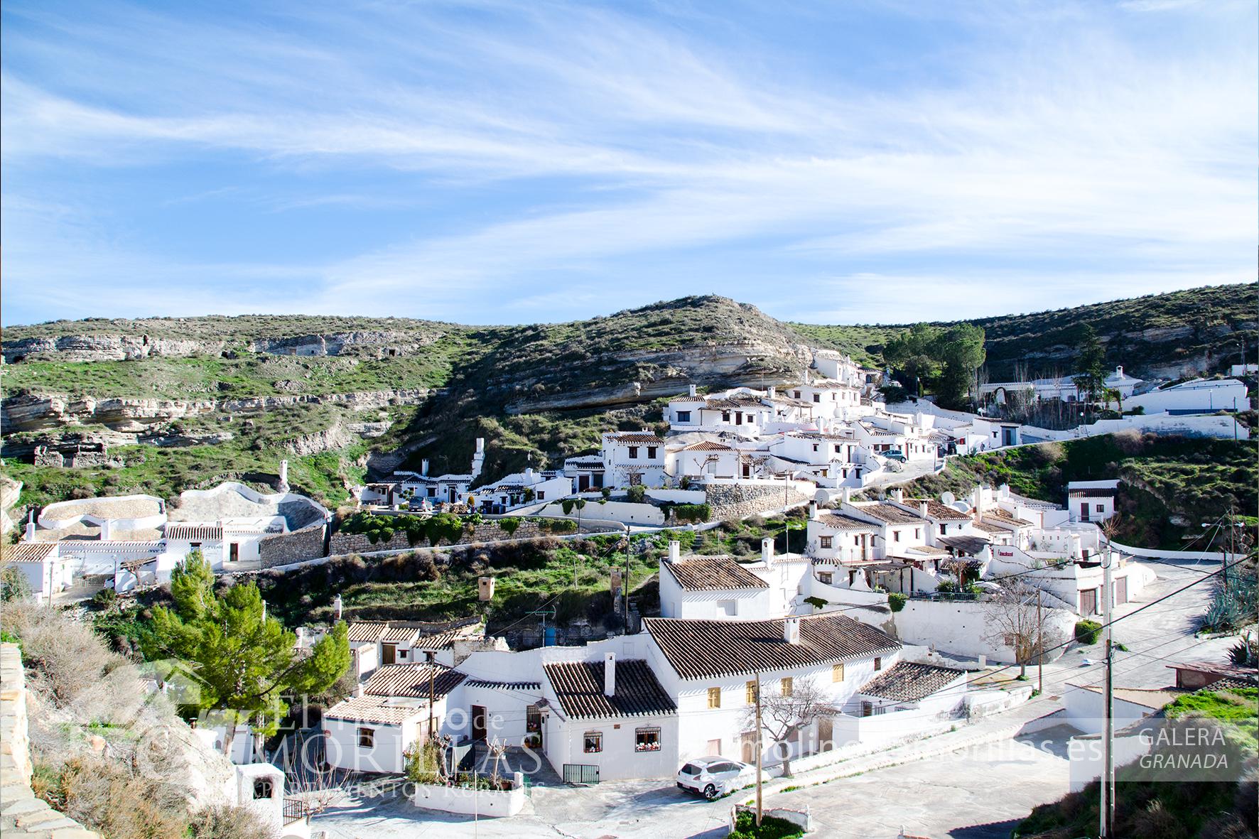 Barrio de casas-cueva en Galera
