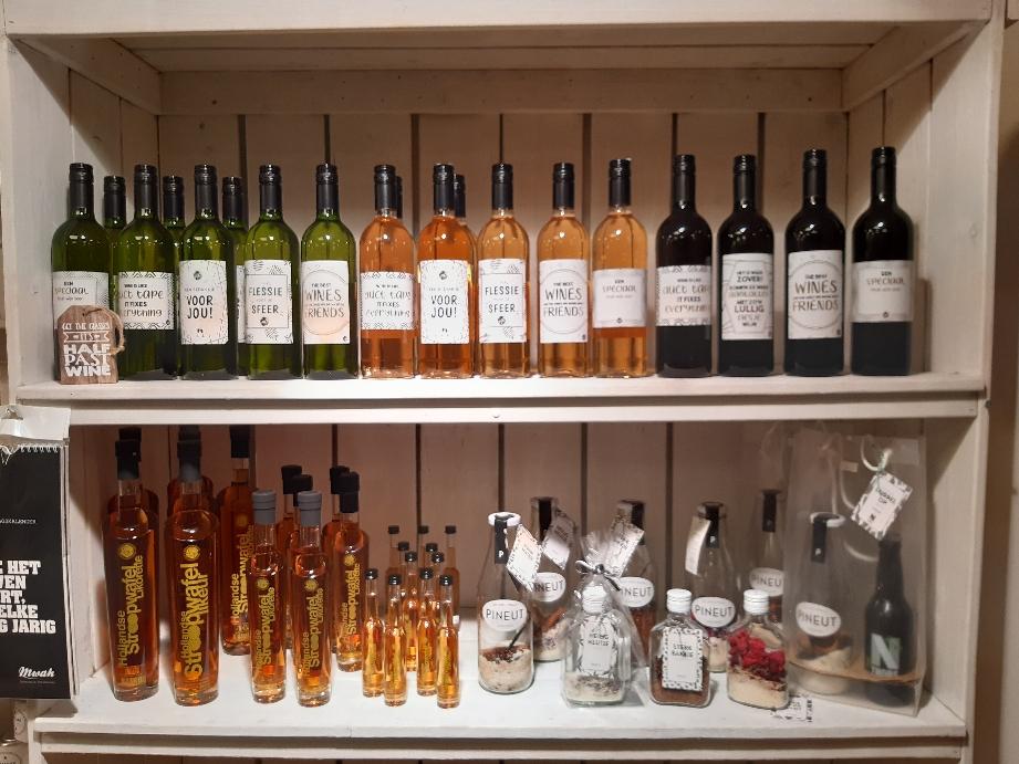 Een lekker wijntje voor jezelf of je gasten.wit rose of rood.ook leuk als kado