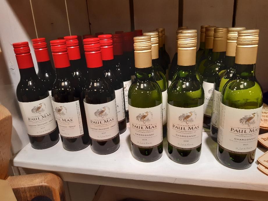 Voor de mensen die graag een klein flesje wijn wil .hebben we nu ook  wit en rood