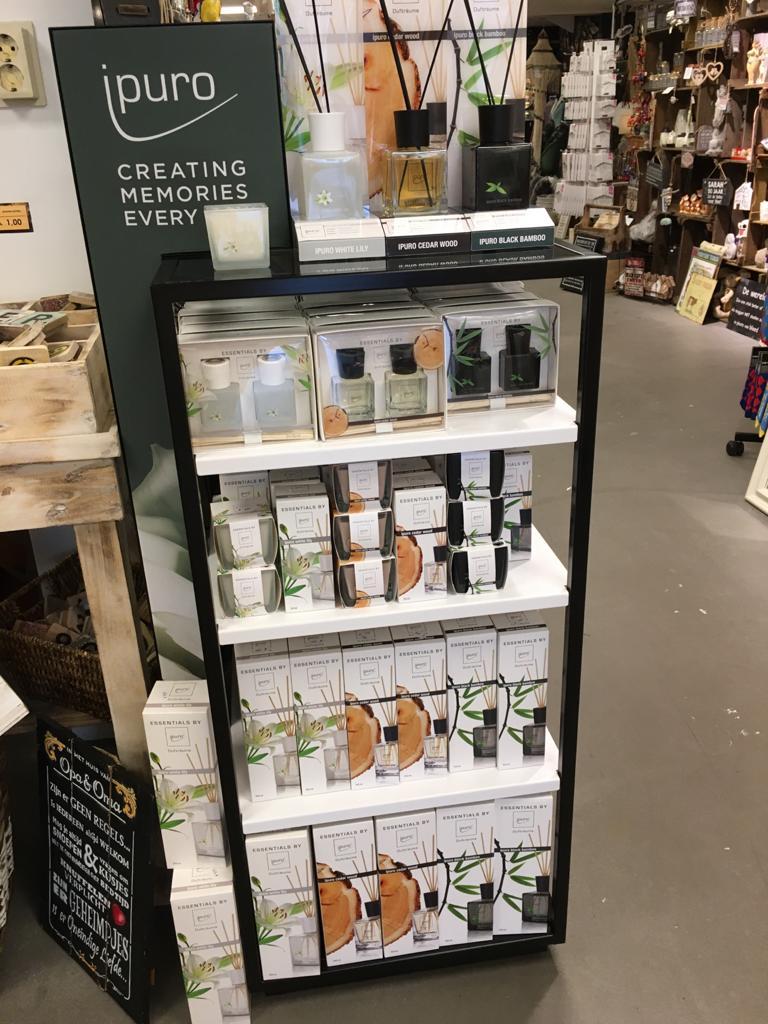 Nieuw in onze winkel ipuro geurlijn voor in uw huis .we hebben 6 soorten geuren.ook daarbij passende kaarsen van de zelfde geuren.