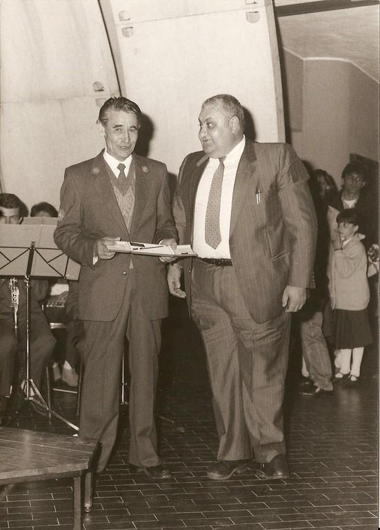 Premiazione del maestro Libera con bacchetta d'oro da parte del presidente Antonino Caruso
