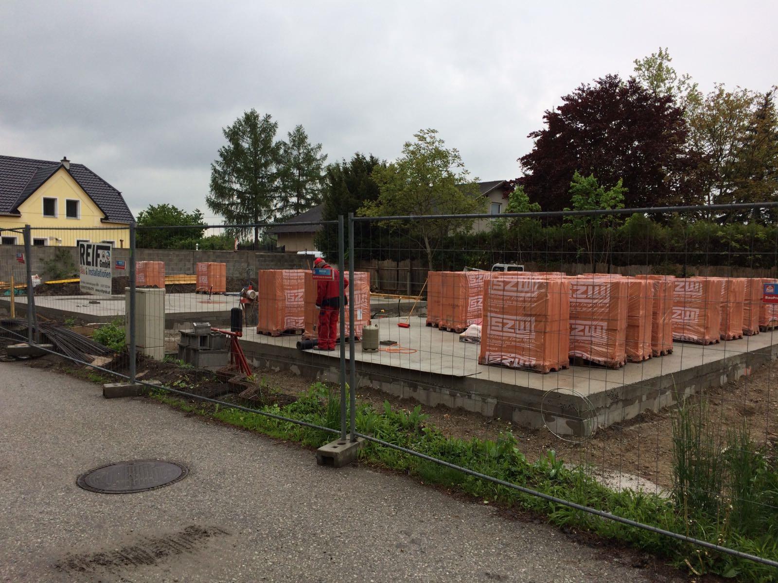 Errichtung von zwei Zweifamilienhäusern; Unterwaltersdorf