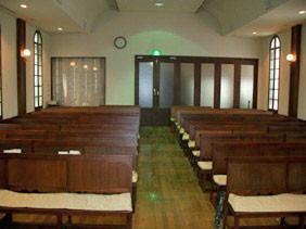 礼拝堂(講壇から)