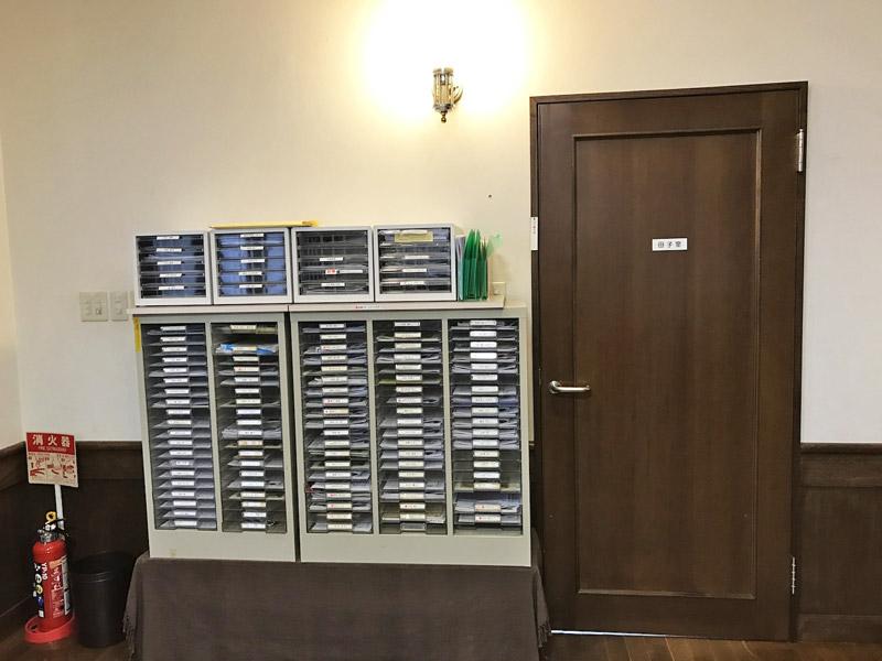 左はレターボックス、右は母子室のドア