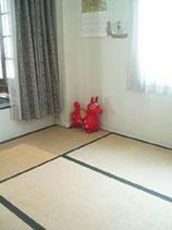 母子室(入口より)