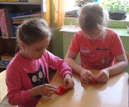 Изготовление красных гвоздик