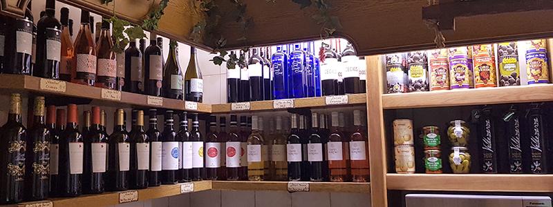 Delikatessen bei Metzgerei Friedel Seckkenheim mit u.a. spanischem Wein