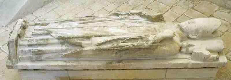 Gisant de Richard II (XIIIe siècle) dans l'église de Plaimpied