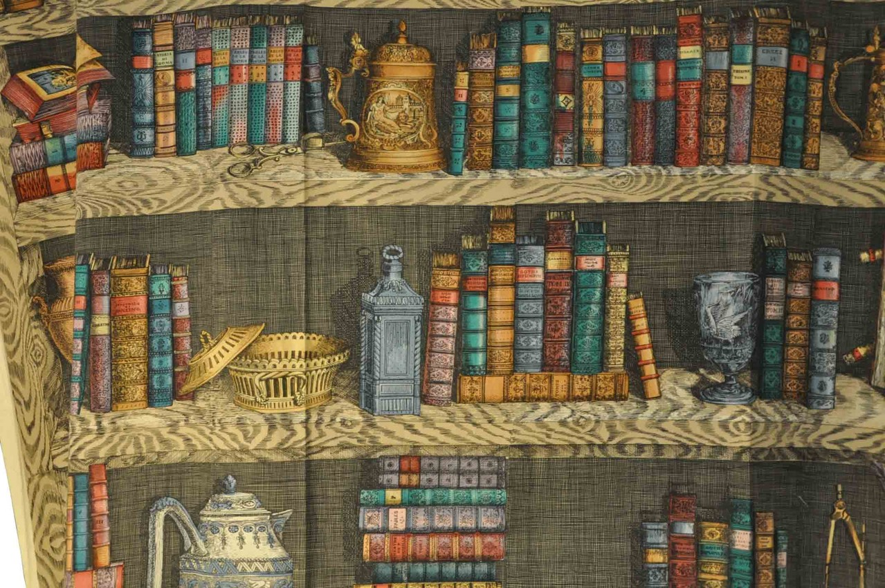 Libreria tessuto fornasetti for Tessuti arredamento torino