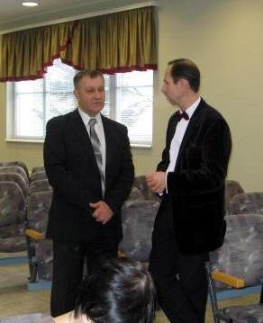 Слева старейшина Василий Гопка