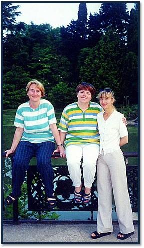 Я со своими подругами Любой Печёнкиной и Людой Стародубцевой на отдыхе