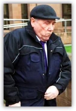 Старейшина-педофил Холт