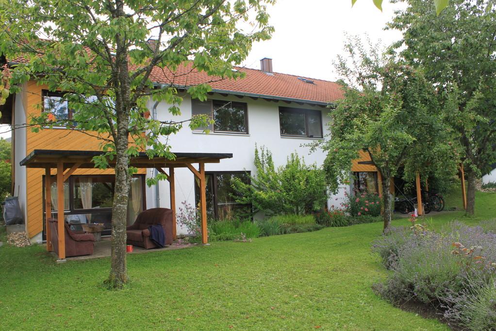 Garten hinter dem gelben Haus