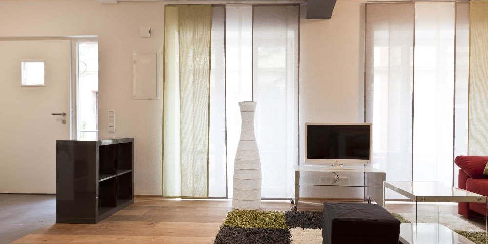 Wohnzimmer mit Flachbildschirm und Internet