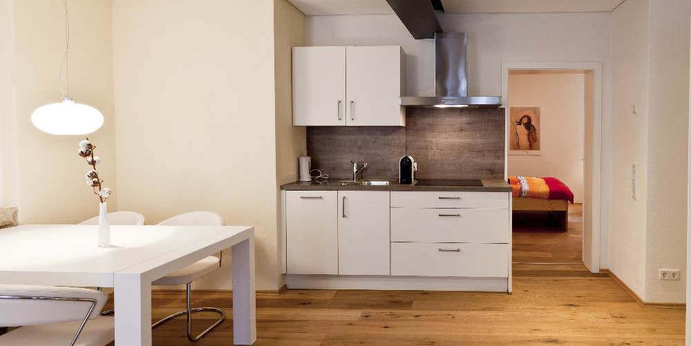 Küchenzeile mit allem Komfort und Zubehör