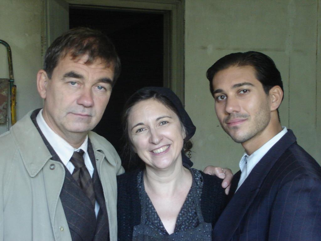 Mme Marinelli, son fils(Julien Tortora) et le chef de reseau (Olivier Marchal)