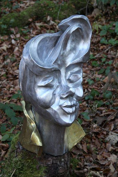 """""""Die Dame"""" 2009 - Aluminium und Messing - 63x37x40 cm"""