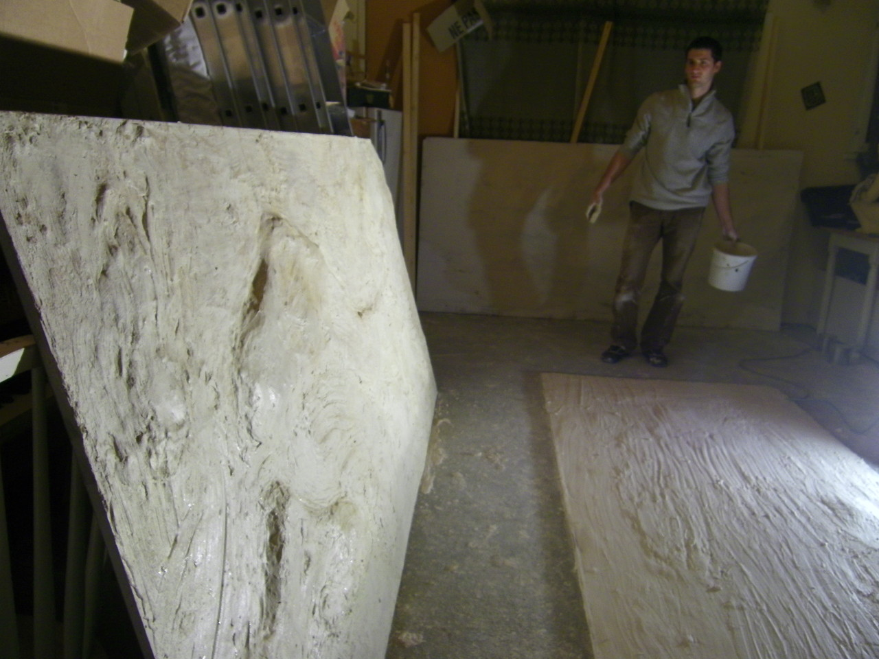 "mickael prépare la ""grotte""  (photo Atravez)"