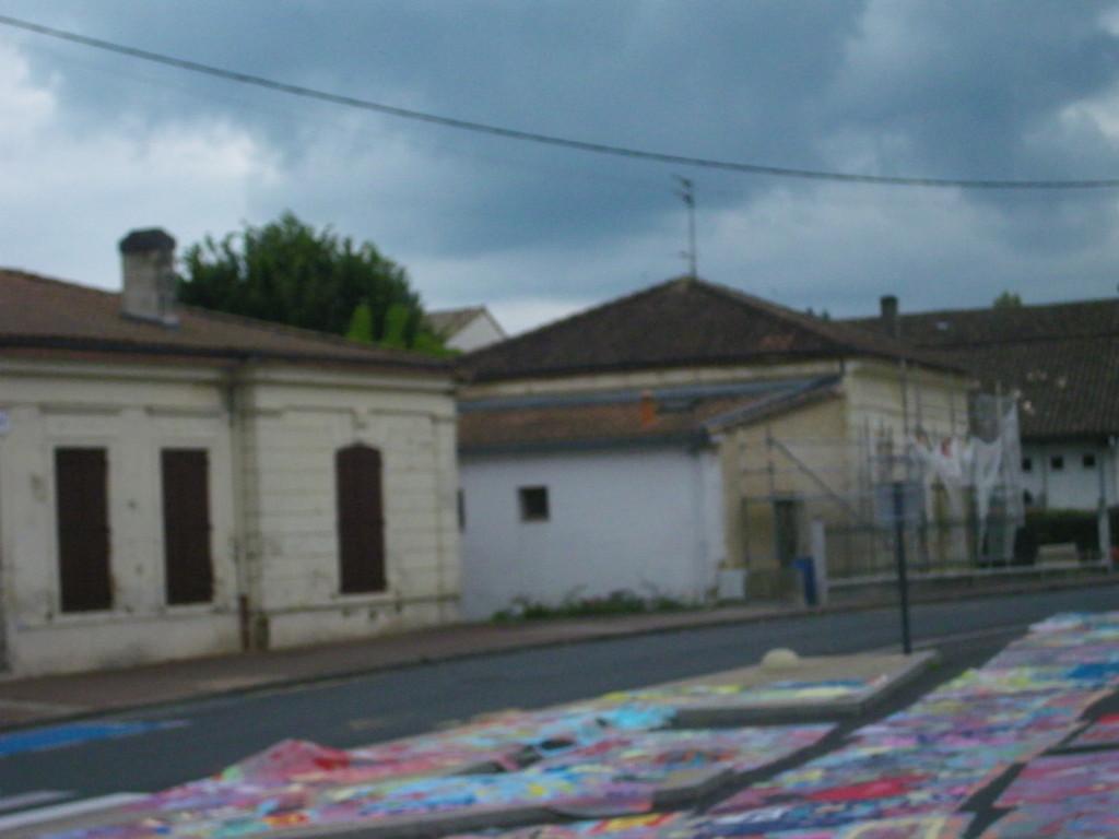 la rue est de retour..triste? non .. un nouveau terrain de jeu ... et de vie ( photo ATRAVEZ)