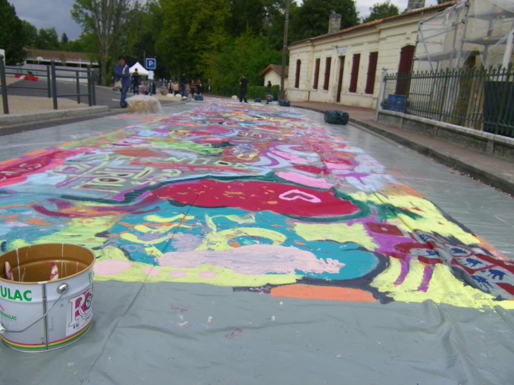 une toile de100 metres de long  ... perpective  ( photo ATRAVEZ)