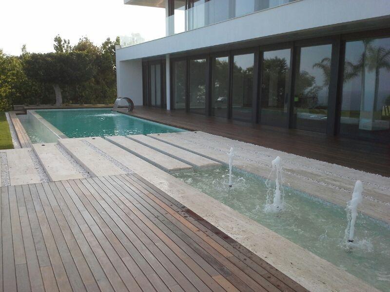 24 metros de piscina con fuentes y vistas