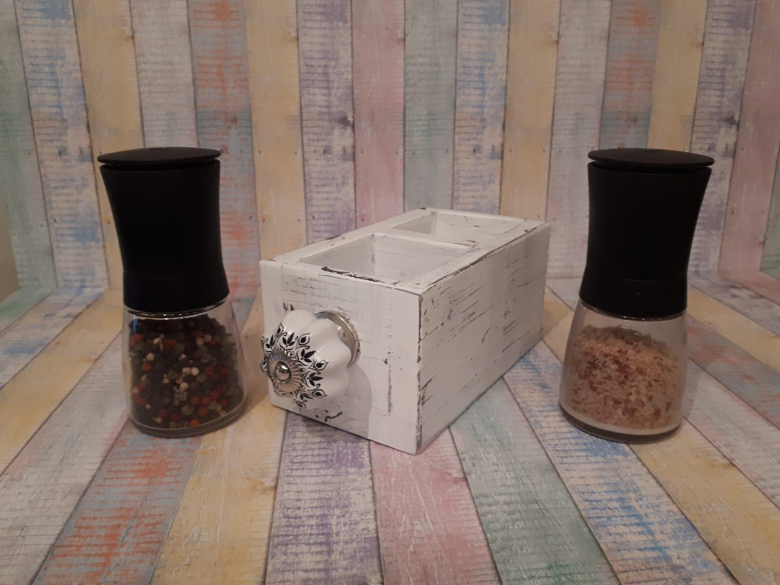 Halter für Salz- und Pfeffermühle