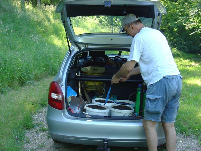 Wie immer ist unser Auto voll beladen, diesmal mit guter Gartenkomposterde zur Düngung.
