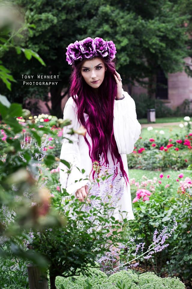 Florales Portrait im Park