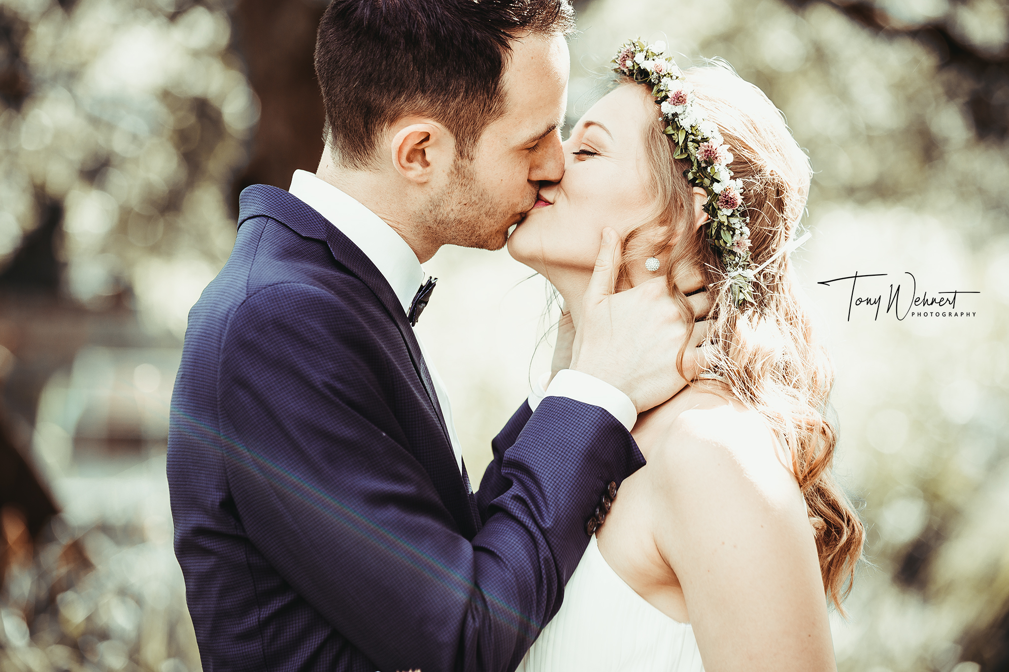 Kussfoto des Brautpaars