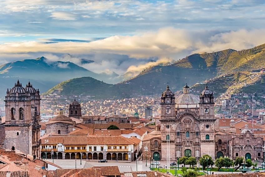 Die imperiale Kolonialstadt Cuzco bei Sonnenaufgang