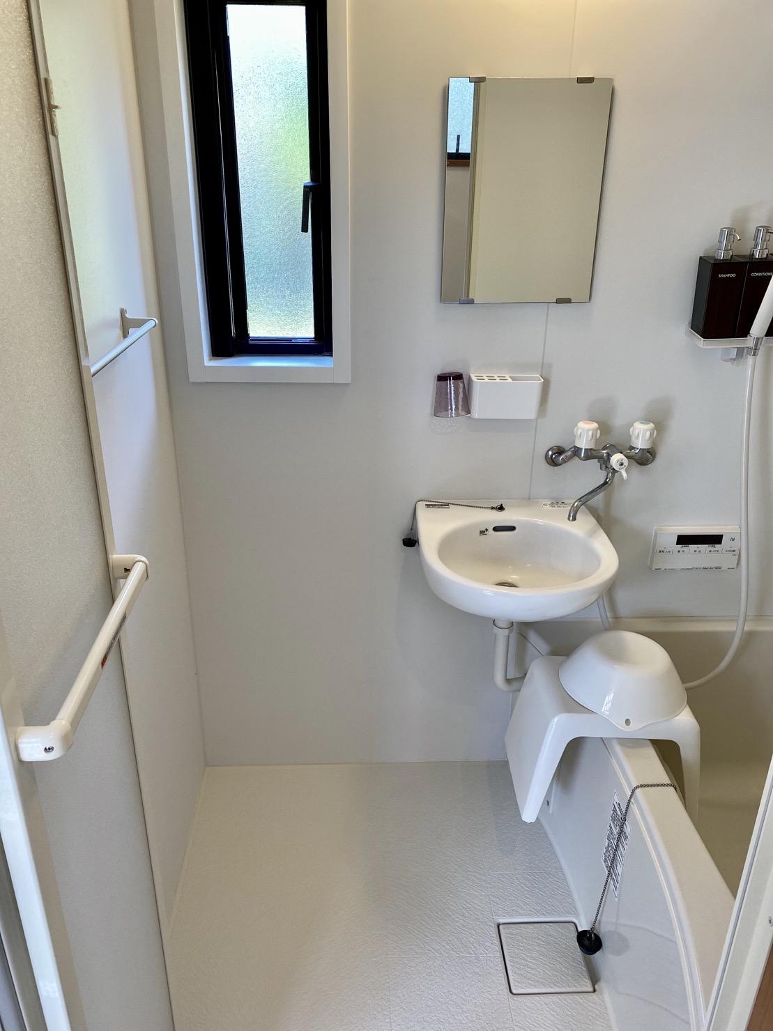 浴槽付きのシャワールーム