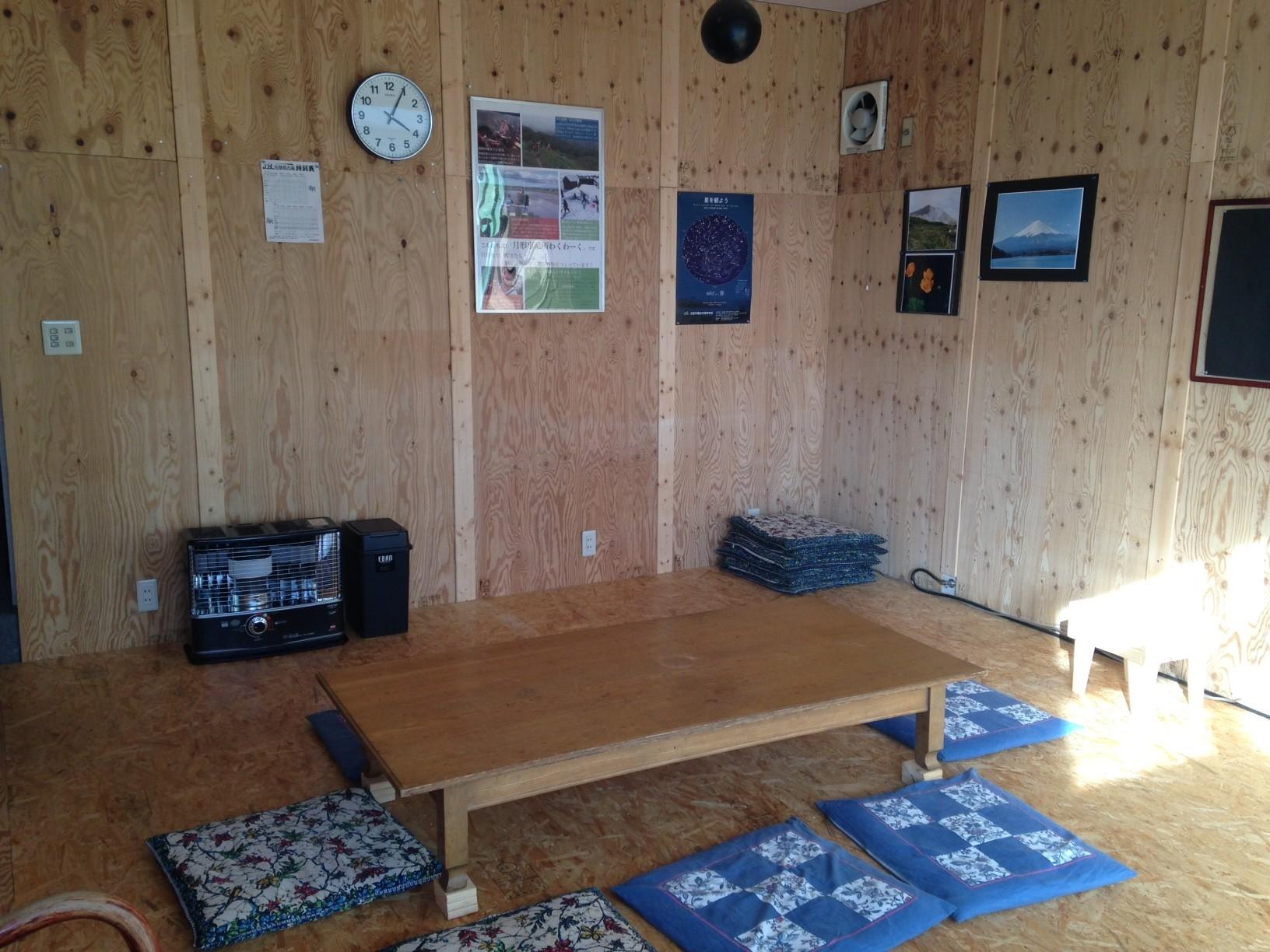茶の間 事務所1階の居場所施設(要予約です)