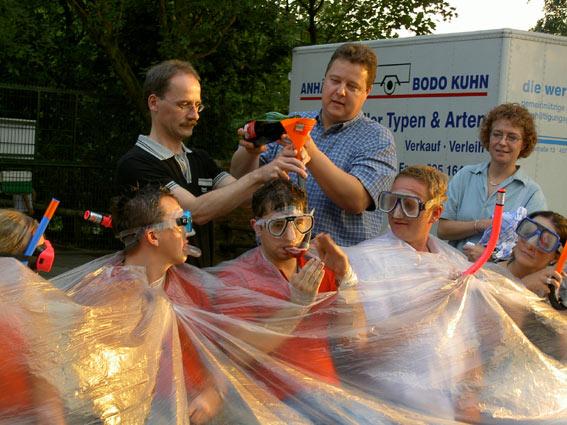 Dieter Kopsicker und Thomas Engel bei der Taufe der Bronzetaucher