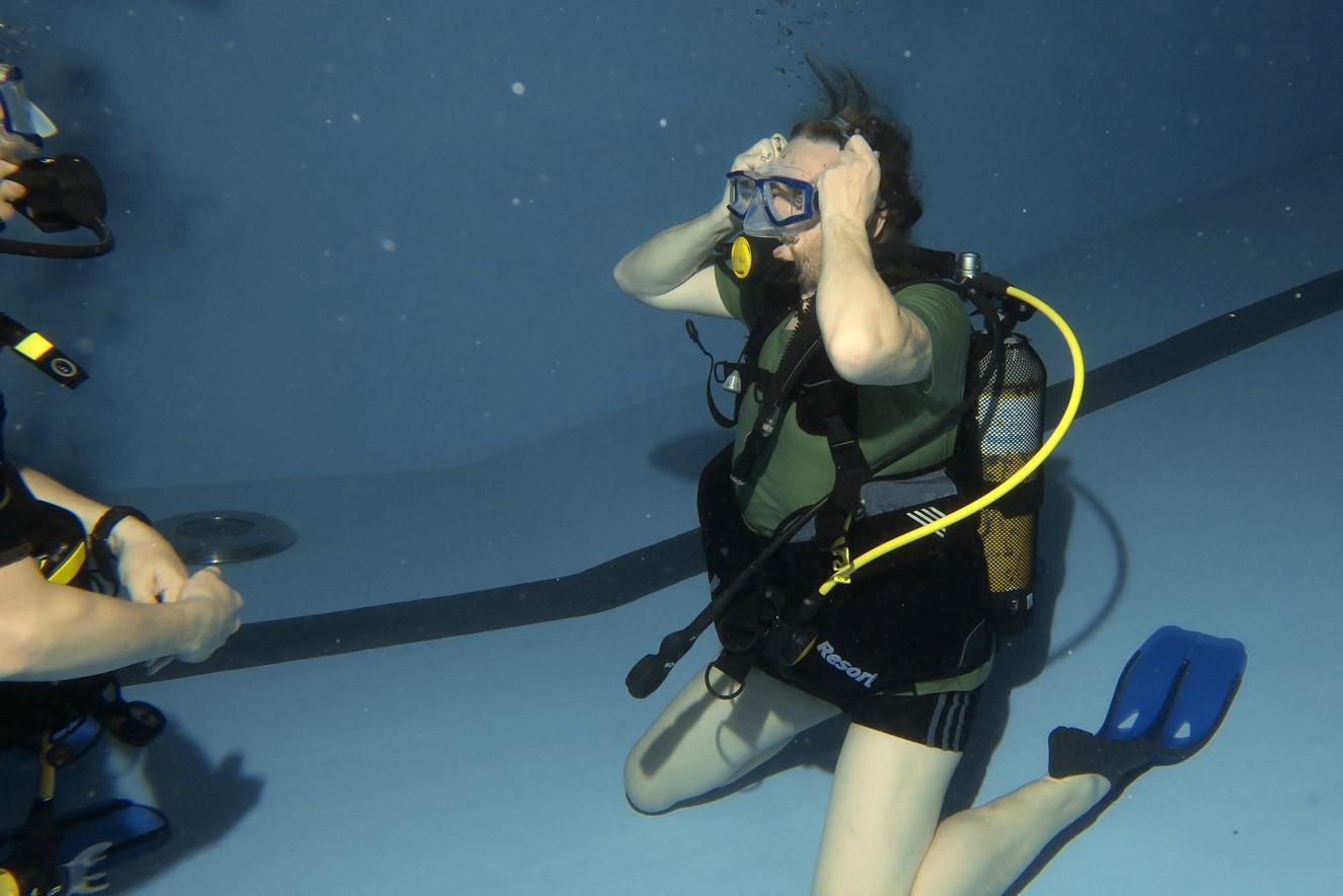Maske aufsetzen unter Wasser