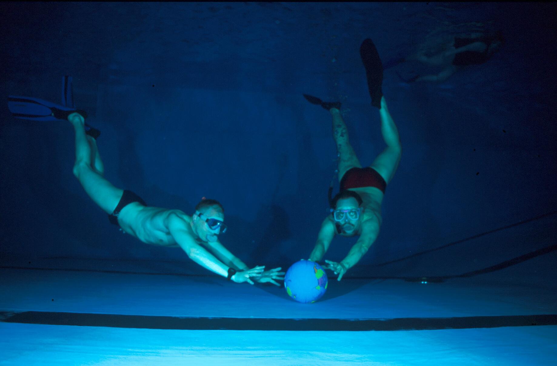 Unser Vorsitzender Harald Kaiser und Robert Klose beim Unterwasserrugby.