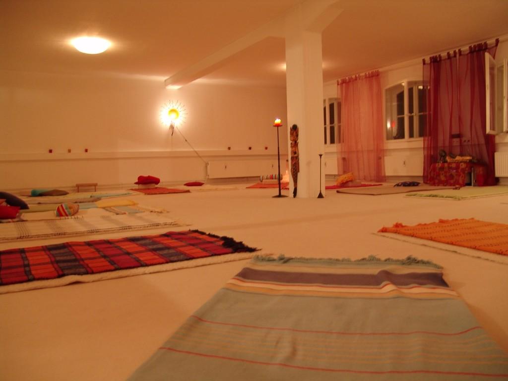 Yoga-Raum am Abend