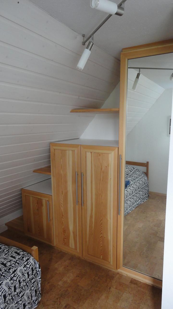 Kleiderschrank / Lärche