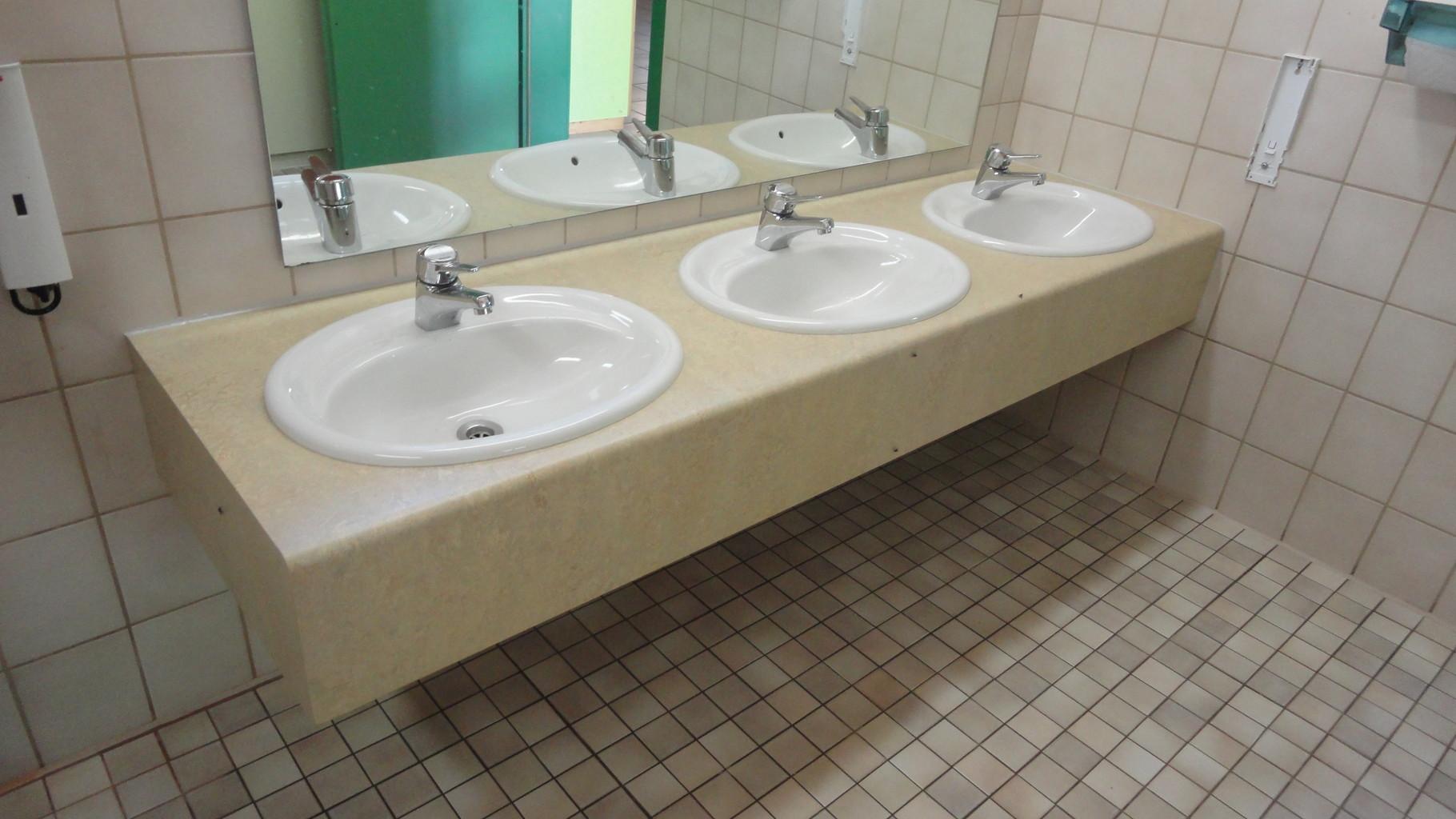 Waschtisch / Linoleum / Kindergarten
