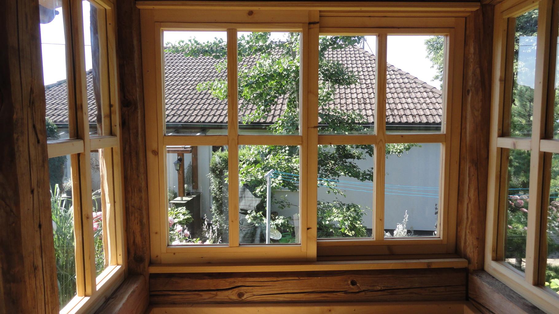 Backhaus mit Fenster aus Fichte-Altholz