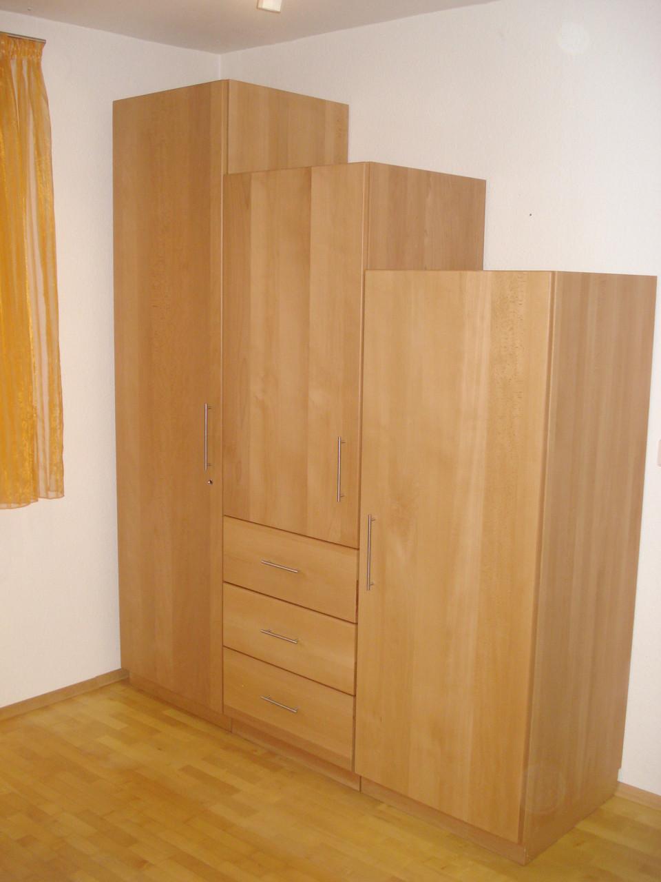 Kleiderschrank / Buche