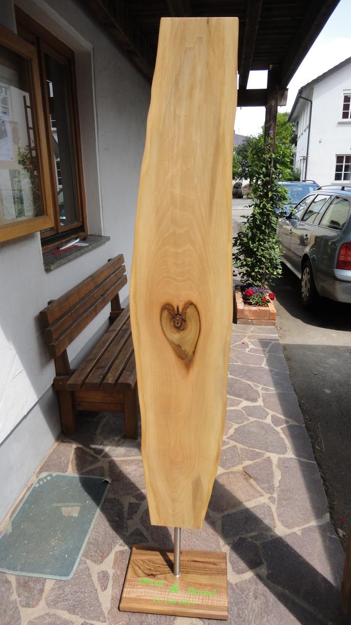 Nussbaum-Schwarte mit Herz