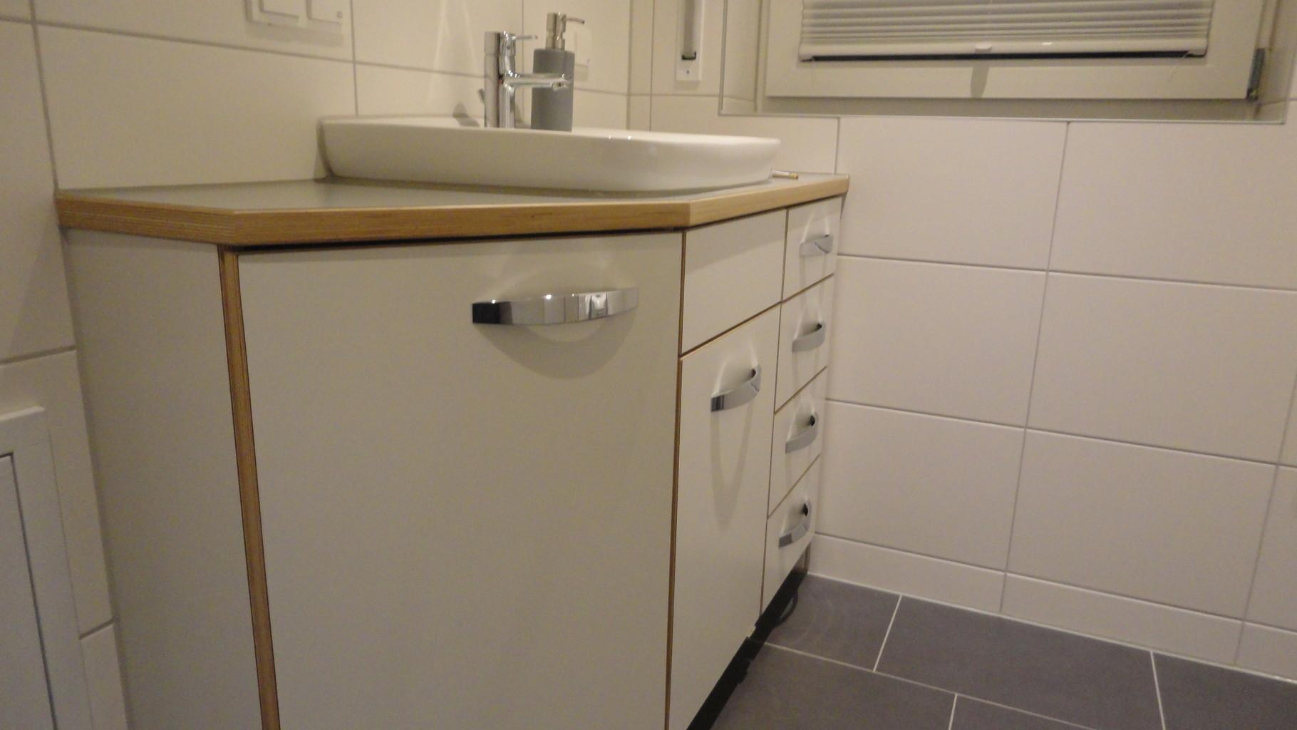 Waschtisch / Multiplex mit Schichtstoff