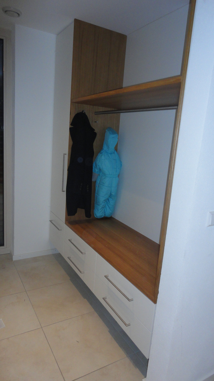 Garderobe schwebend / Eiche